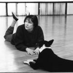 Ksenija Hribar in njen pes Piki na vaji predstave Sentimentalne reminiscence (PTL, 1998), foto: Breda Kolar Sluga